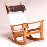 ・Model 675 Keyhole rocking chair by Hans J. Wegner