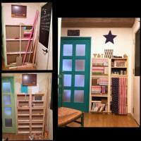 壁をくり抜き本棚を作る