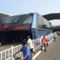 【日本なら遊園地にでも採用しません】中国の「空中バス」の今・・・「埃を被り、開発企業にも連絡取れず」