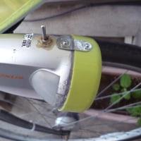 折りたたみ式LEDライトの修理。