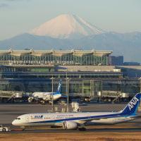 ニッポンの玄関口にそびえる富士山