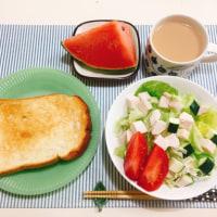 トーストと ナッツのはちみつ漬けの朝ごはん