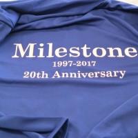 20周年記念の長袖ドライジップパーカーは紫外線対策に効果的