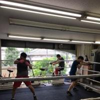 まずはボクシング!
