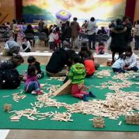 遊びのコーナーや手作りコーナーがいっぱい!