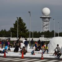 関空 skyview の広場に雪