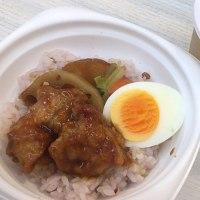 鶏と野菜の黒酢あんごはん & 合わせ味噌仕立てにほっこり豚汁を頂きました。 at セブンイレブン 横浜クロスゲート店