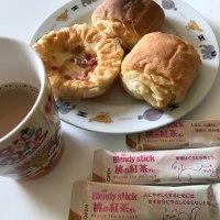 今朝は部屋モ~♪ブレンディ スティック 桃の紅茶オレ