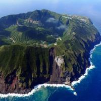 選ばれし者だけが上陸可能!東京の秘境「青ヶ島」に隠された 絶景と数々のミステリー