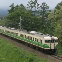 【写真】季節に合った電車