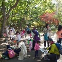 10月15日(土)わんぱく遊び隊!木の実さがしと焼きイモの様子