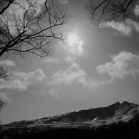 鳥海山のある風景(中島台2 モノクロ)