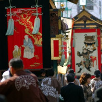 神輿を担いできま~~す!!篠山市春日神社「秋祭り例祭」、 今年も流血の惨事が繰り返されるのでしょうか??