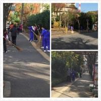 中学生が歩道の落ち葉清掃をしています。ありがとう。