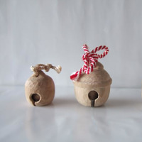木彫りの鈴のほか、手のシリーズ
