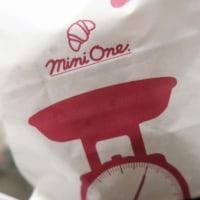 お約束の「mini one」さんで10/31まで期間限定の「パンプキン バット」など~