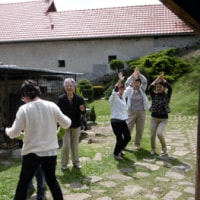 ブゾヴィーク村の村長一族の大歓迎。民族蜂起資料館へ。