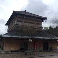 山代温泉、山下屋の前で記念撮影です。