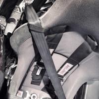 黒シートベルト