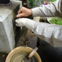 風呂の煙突取付部点検口の修理