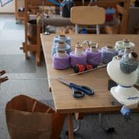 今日も小学校の手織り教室の糸作り