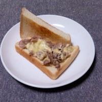 つまみ 牛バラ肉のミックスチーズサンド