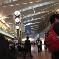 早朝から賑やかな羽田空港