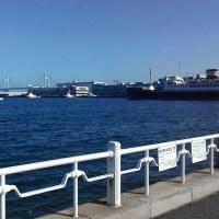 横浜市中区・赤い靴の女の子に会ってきた
