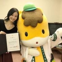 サッポロビールイメージガール川辺優紀子さんの左利き始球式