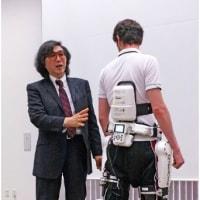 歩行回復ロボットスーツの開発者の皆さんに、拍手喝采