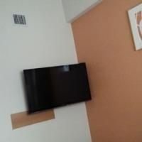 ホテルの壁がオレンジ