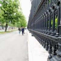 市民庭園の鉄柵