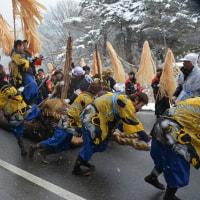 小野神社・・・御柱祭の2の柱の山出しの様子・・古町区担当