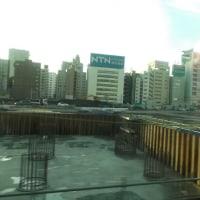 江戸下りの途中 品川~田町間の広大な沿線敷地が目下再開発中・・・