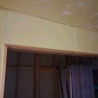 キッチンパネル、開き戸の枠の施工