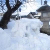 雪灯籠こわされて・・・。