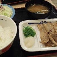 松屋フーズ 豚バラ焼肉定食と プレミアム。
