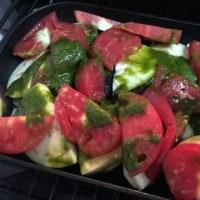 【「南部鉄器のグリルパン」で作る無農薬夏野菜のチーズ焼きと「丸オクラ」】