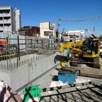 下北沢駅新駅舎建設アップデート 2017、1月: 北口以前の大踏切付近に謎の構築物??
