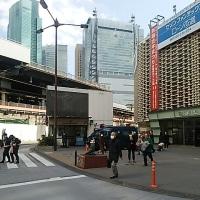 ブログ170308 新橋駅SL広場前の交番の違法駐車