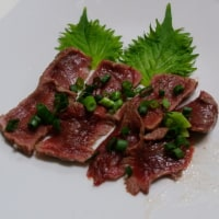 馬刺しタタキ・伊勢うどん・豆腐のお好み焼き