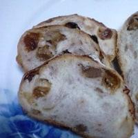 ラム酒レーズンと焙煎胡桃の天然酵母パンでなんとか:P
