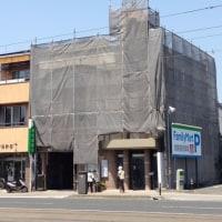 外壁の塗装工事をしています