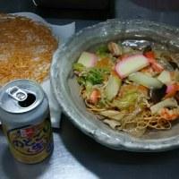 夜食はソーメンパリパリに八宝菜風をかけて。