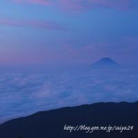 国師ヶ岳の雲海と富士