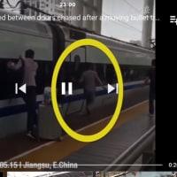 指がドアに挟まったまま電車が発車 さすが中国