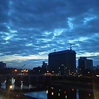 曇りの夜明け