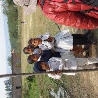 ネパールの子供達と集会所。