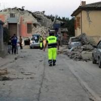 イタリア地震 M6.2で6人死亡=建物倒壊、住民下敷き 震源10キロ
