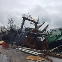 釜山港内で沈没